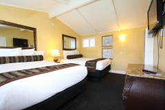 2-rooms-suite-three-beds