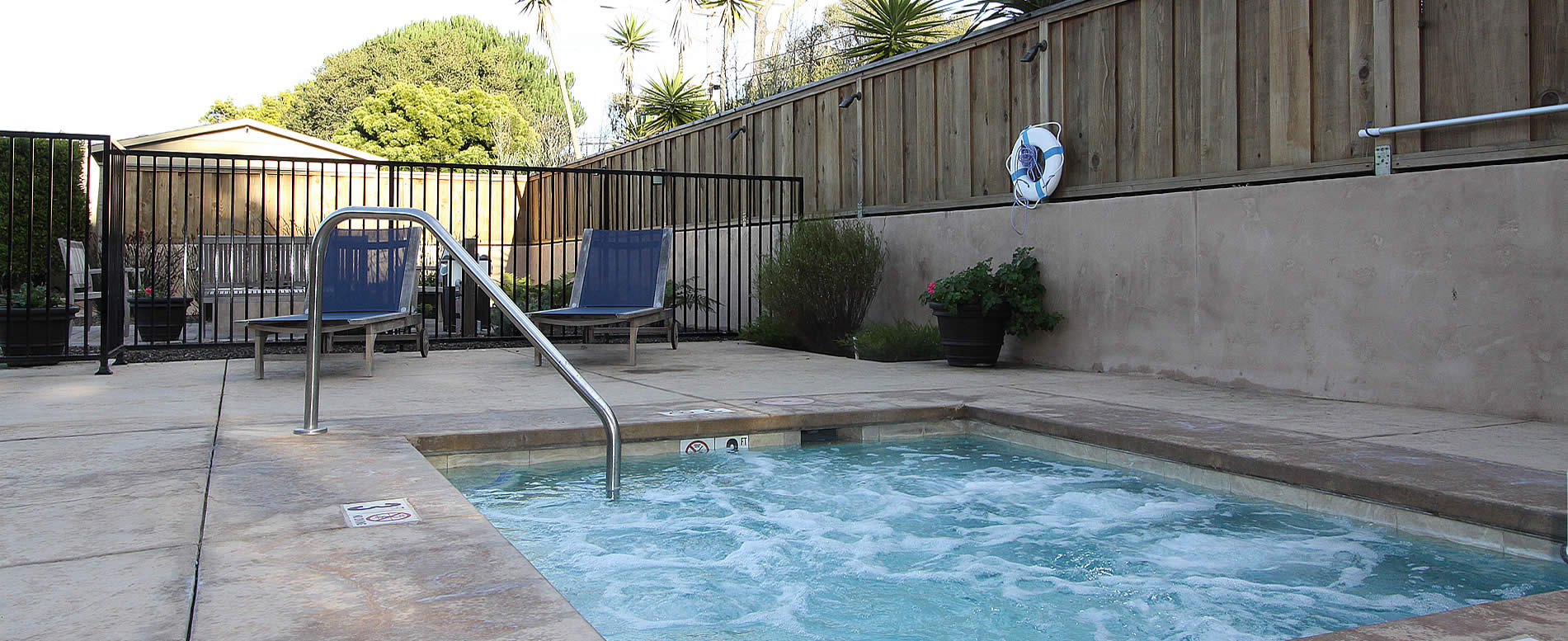 Monterey Ca best lodging - outdoor hot tub