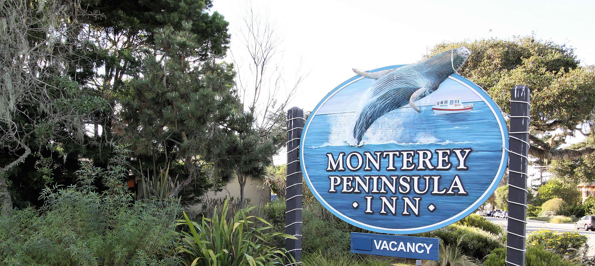 monterey peninsula inn sign